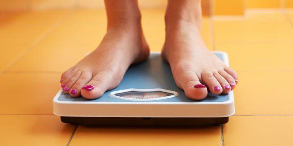 وزن کشی در منزل با استفاده از ترازو خانگی دیجیتال